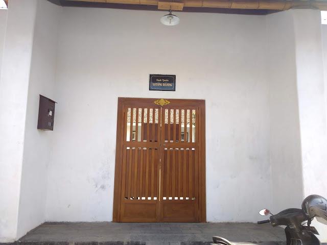 Pintu masuk Rumah