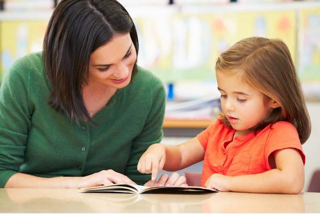 Hasil gambar untuk mengajarkan anak belajar membaca