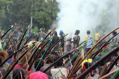 Tiga Mayat Korban Perang di Papua Dibakar Secara Adat