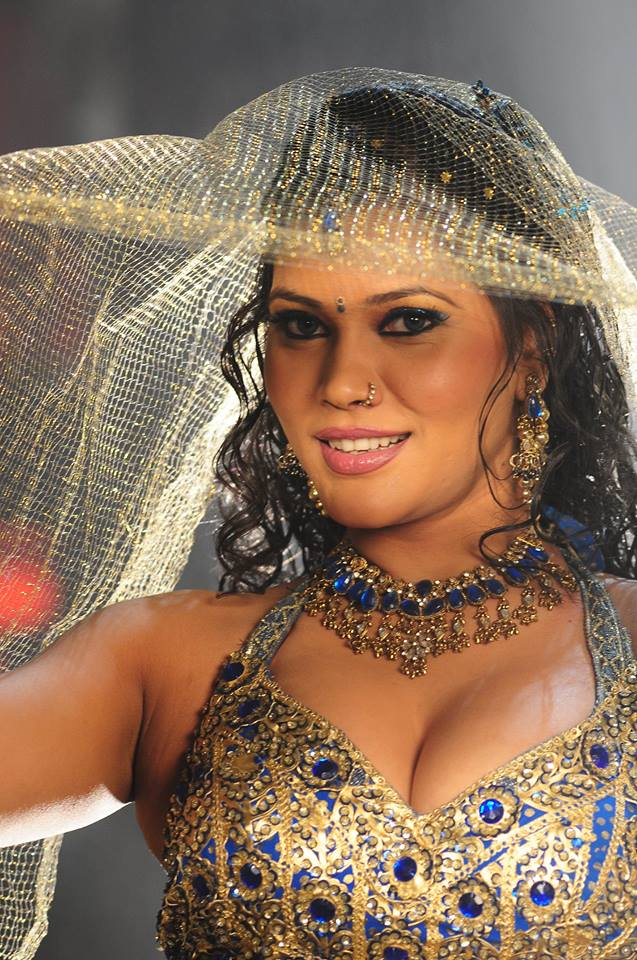 Seema Singh biography wikipedia, Bhojpuri actress, Item girl Seema Singh date of birthday, Seema Singh upcoming item songs, movies info, Check out Seema Singh's Latest filmography, photo, Images, Wallpaper on Top 10 Bhojpuri