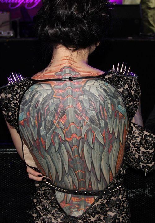 Tatuajes de Alas mecánicas estilo biomecanicas