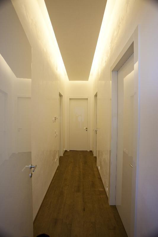 Arredamento e dintorni idee per i corridoi abbassamenti e illuminazione - Mobile corridoio ...
