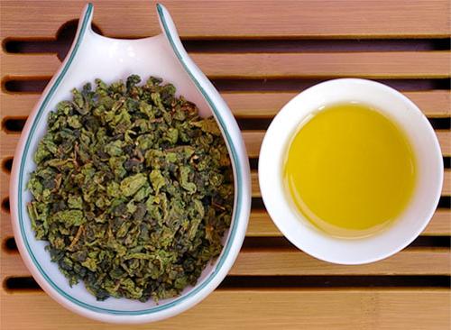 Trà ô long hay trà xanh tốt hơn cho việc giảm cân?