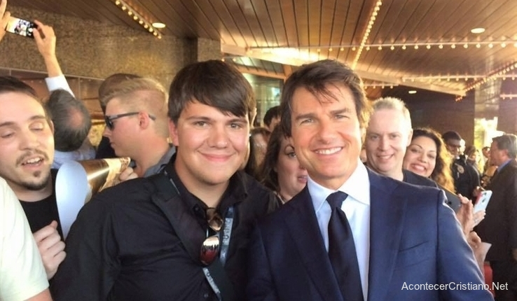 Dylan Novak evangeliza a Tom Cruise
