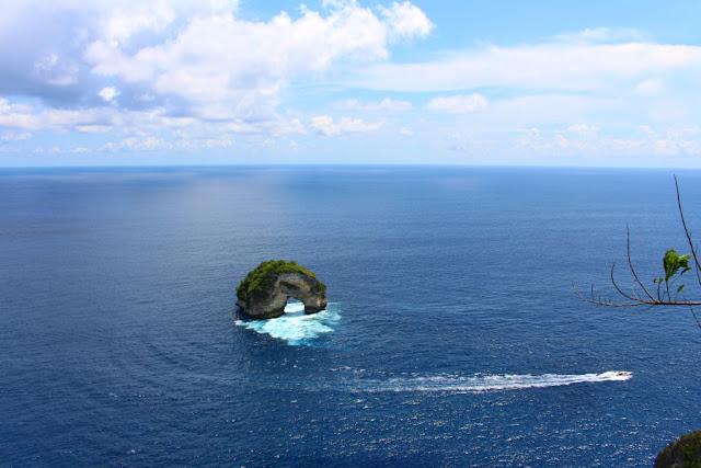 karang donat banah cliff