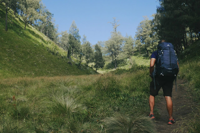10 Tips Perlengkapan Persiapan Pendakian Gunung Tektok - Usahakan jangan solo hiking