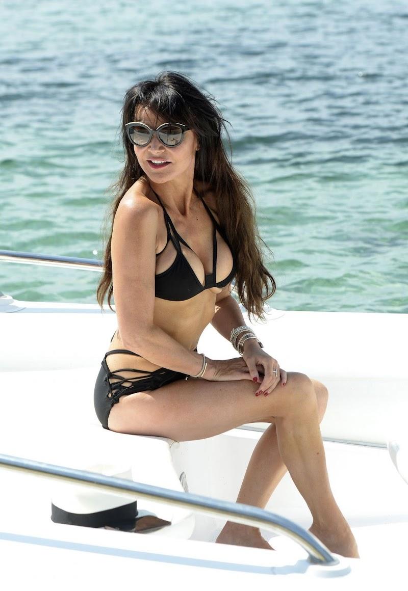 Lizzie Cundy Clicks in a Black Bikini – Holiday 2017