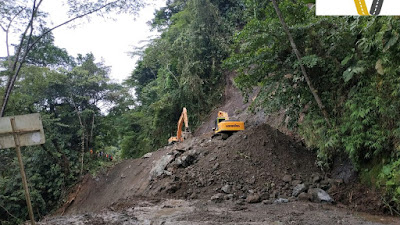 Deslizamiento de enormes proporciones mantiene cerrada la vía Tadò- Pereira.