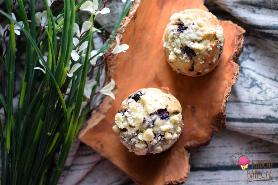 Muffiny z jagodami i kruszonką