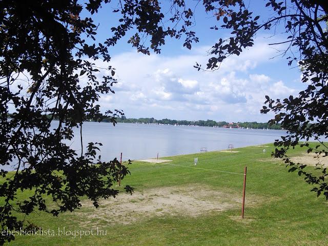 Kilátás a Paprika csárdától a palicsi tóra