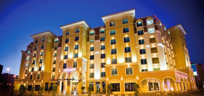 Hotel Mövenpick Deira. Exterior