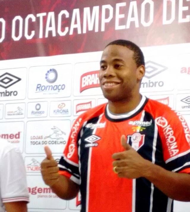 Everton Silva é apresentado pelo Joinville para a sequência da temporada