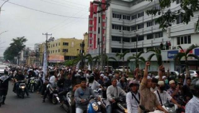 Ribuan Massa GNKR Medan Turun ke Jalan Tuntut KPU Diskualifikasi Jokowi