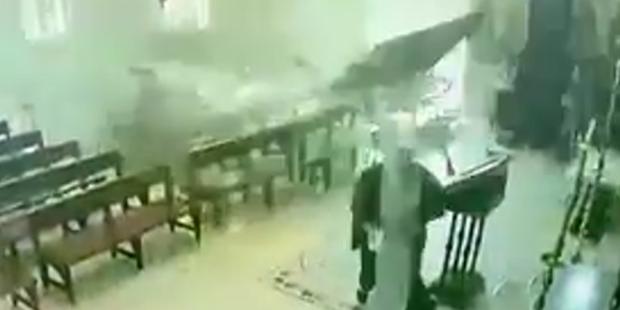 بالفيديو: أيقونة السيدة العذراء مريم  تنقذ الأب أنطونيوس من انفجار بيروت