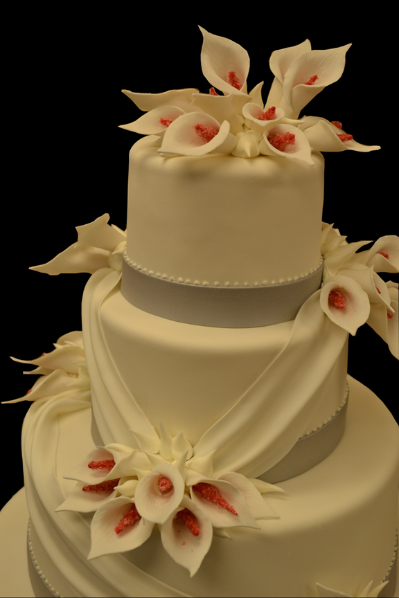 wedding cakes with roses and calla lilies twende harusini do u how cake in a wedding 26105