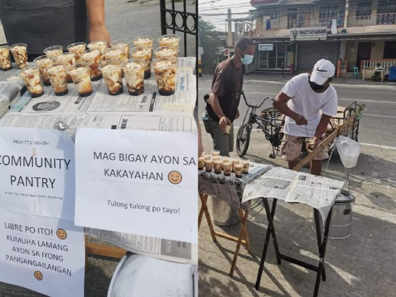 Magtataho, idinonate ang lahat kanyang mga paninda sa isang community pantry sa Cavite