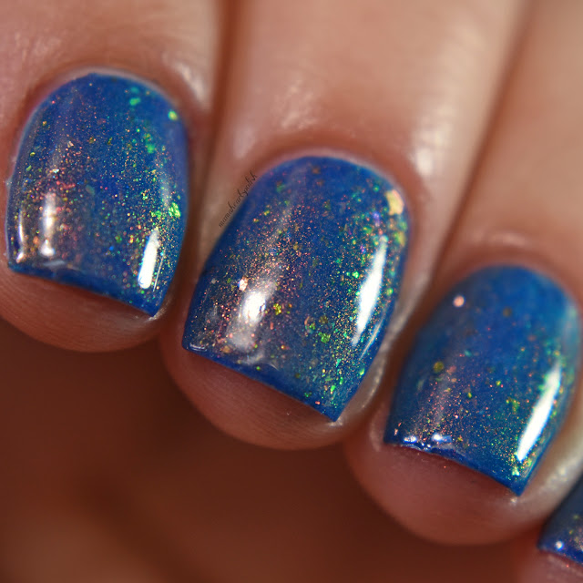 sassy-cats-lacquer-ocean-wildfires-topper-blue-base-macro-2