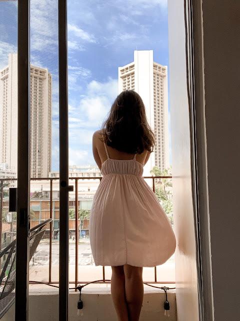 Fashion Blogger Kelly Fountain at Waikiki Beach