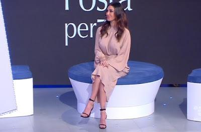 belen Rodriguez abbigliamento vestito rosa chiaro 13 marzo