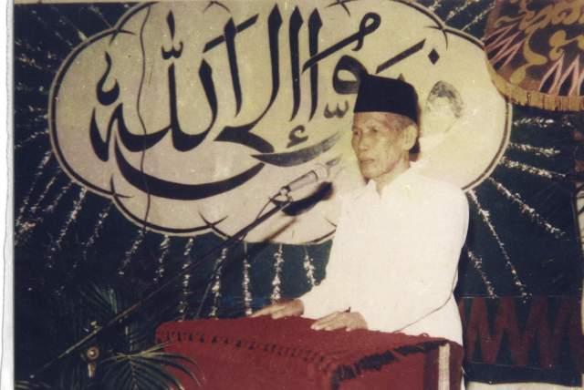 KH. ABDUL MADJID MA'ROEF QS. (MUALLIF SHOLAWAT WAHIDIYAH)