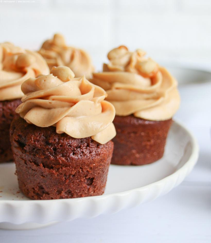 Schokoladen-Muffins mit Erdnuss-Frosting