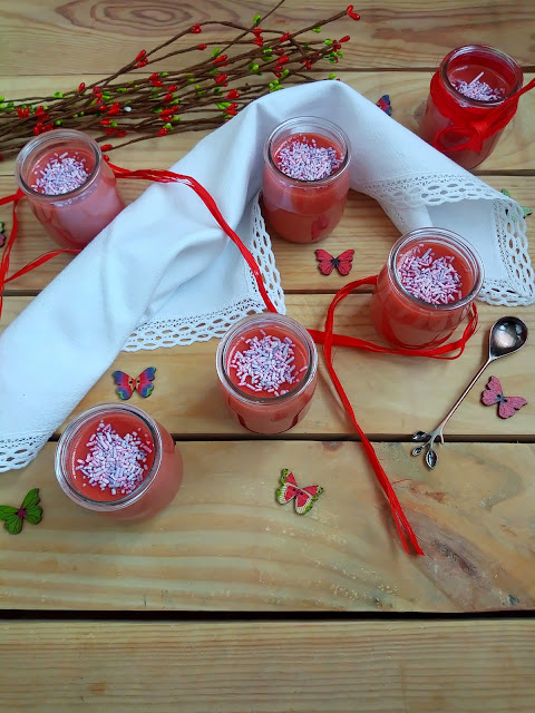 Crema de nubes en Monsieur Cuisine Plus marshmallows malvaviscos Postre sin horno, sencillo, rápido, rico, fresquito, de verano, fresa, mermelada, Cuca