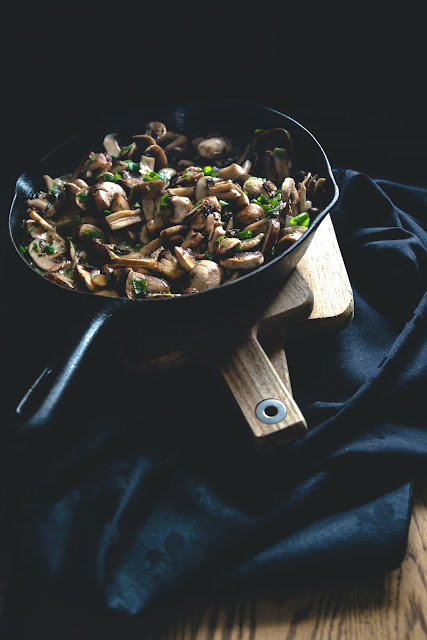 mushrooms frying in pan: Photo by Sébastien Marchand on Unsplash