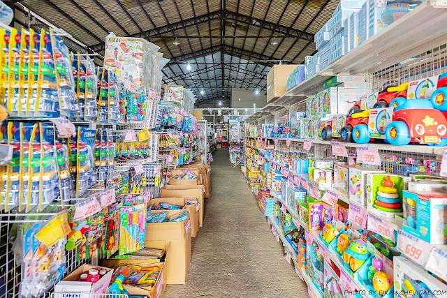 MG 6289 - 熱血採訪|台中300坪超大玩具批發,小孩逛到不肯走!熟客更是衛生紙一箱一箱扛著走~