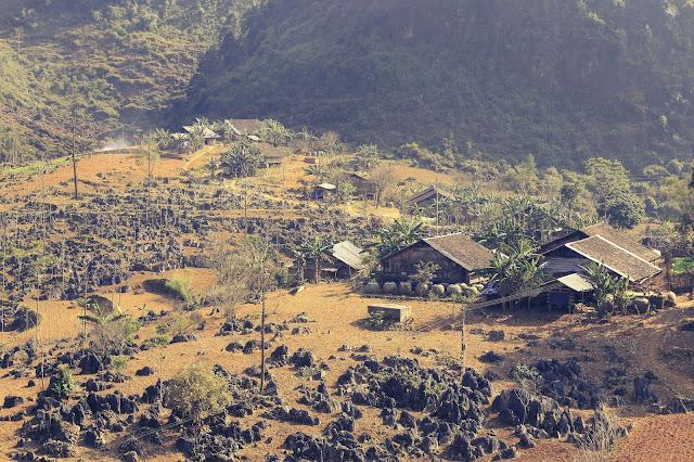 Ngôi nhà trên núi đá