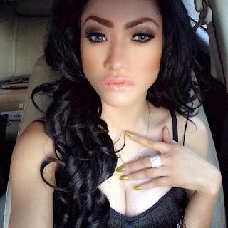 Foto Selfie Hot Amel Alvi di Facebook Twitter dan Instagram