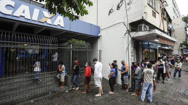Parcelas de R$ 300 do auxílio emergencial a quem não é do Bolsa Família começam a ser pagas nesta quarta-feira; veja as datas