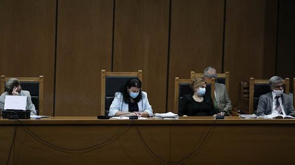 ΛΕΥΤΕΡΙΑ: Στις 7 Οκτωβρίου η απόφαση για τους 68 κατηγορούμενους στη δίκη  για τη Χρυσή Αυγή