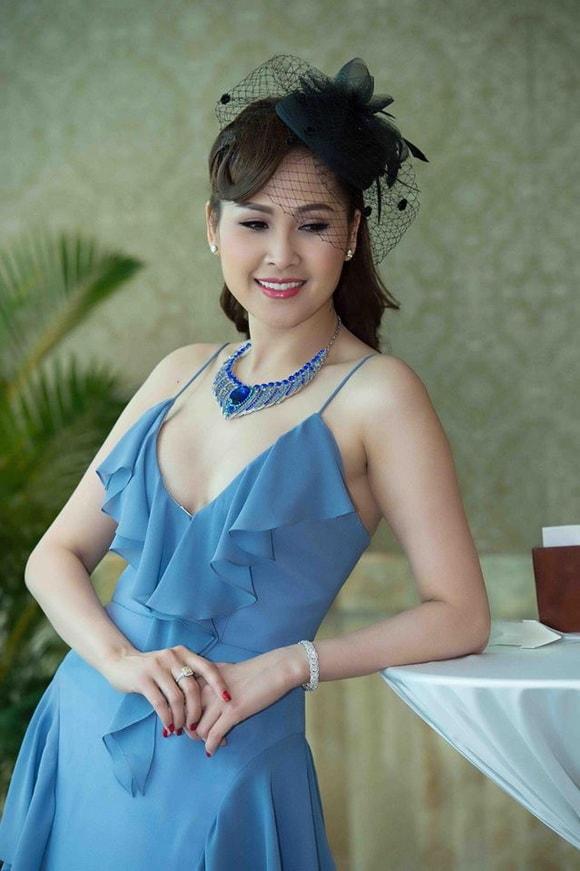 'Gái nhảy' Minh Thư diện váy xanh tiên cá khoe vẻ đẹp gợi cảm tuổi 42 -12