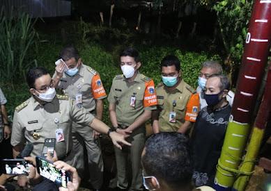 Pastikan Penanganan Banjir, Anies Kunjungi Lokasi Banjir Kampung Melayu