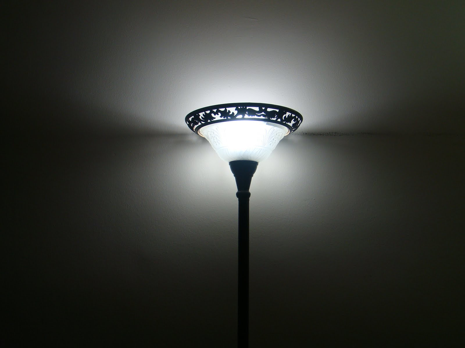 Khaly Tory: Floor Lamp Makeover Under $10.00.....