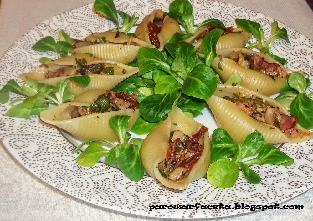 makaron conchiglioni z roszponką i warzywami z parowaru