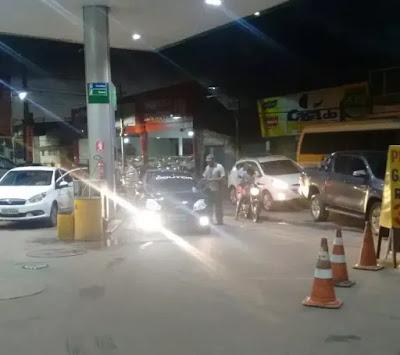 SAJ: Motoristas fazem fila para abastecer em posto com gasolina a R$ 3,99