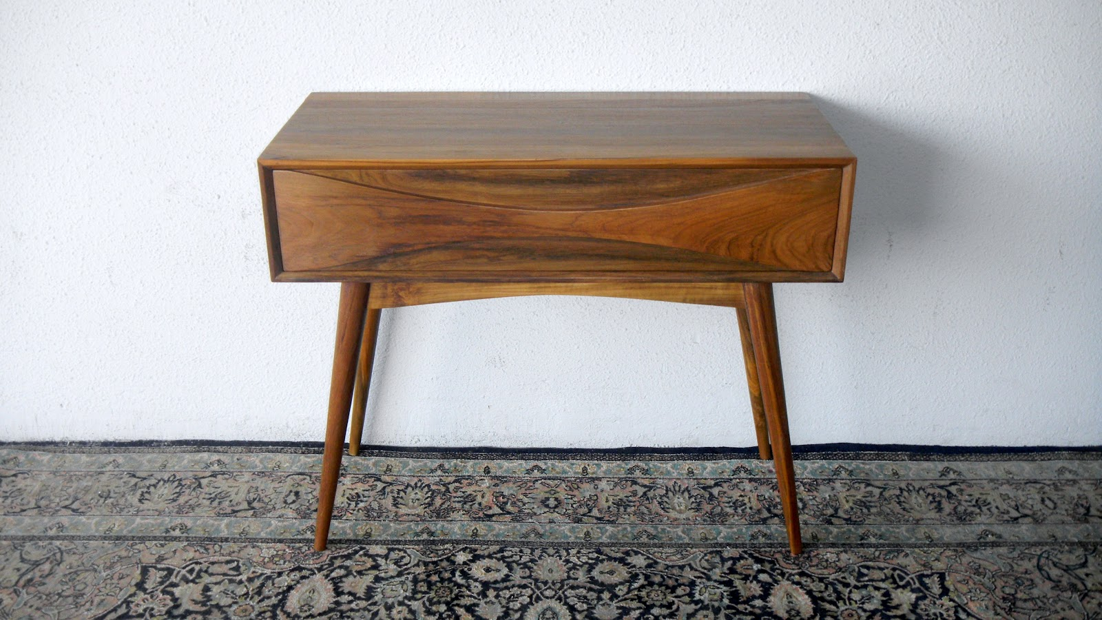 Make A Modern Side Table: MID CENTURY MODERN INSPIRED FURNITURE @ SECOND CHARM