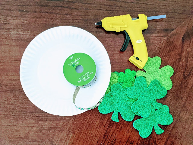 easy DIY shamrock wreath for St. Patrick's Day
