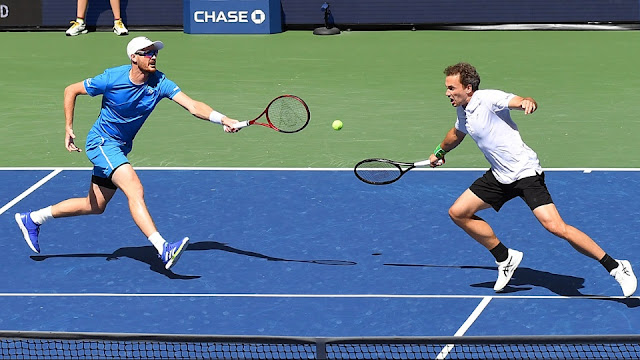 Jamie Murray e Bruno Soares em ação pela final de duplas do US Open