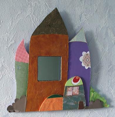 création d'un miroir en forme de village coloré maisons en carton plume peint à l'acrylique et collage beaux papiers tout l'univers créatif et poétique mimi vermicelle