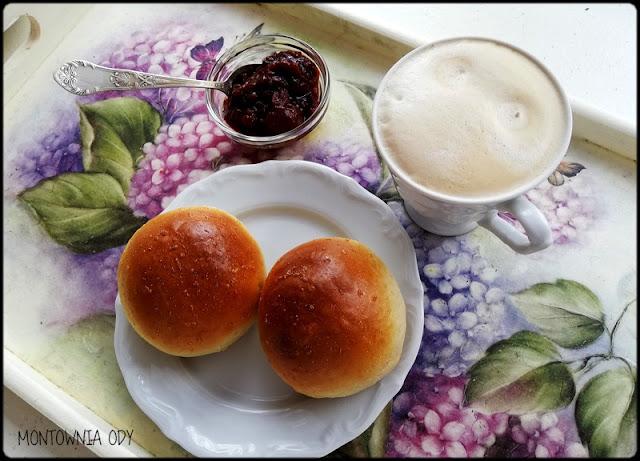 Mleczne bułeczki na niedzielne śniadanie