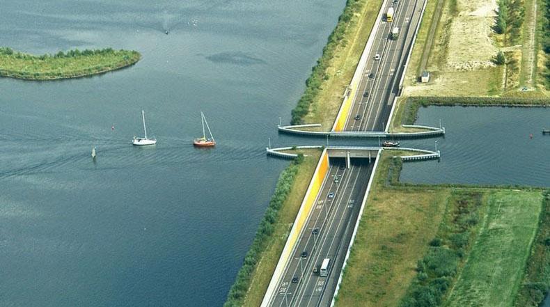 Conduciendo bajo el agua: el Acueducto Veluwemeer en Holanda