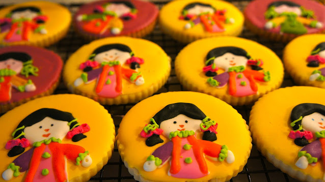 Mexican dolls cookies @  www.thecookiecouture.com, Mexican doll cookie, Mexican rag doll cookie, doll cookie, Mexican muneca cookie, rad doll cookie
