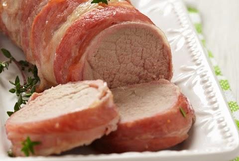 Szaftos, egyben sült szűzpecsenye baconbe csavarva: szétomlik a hús a szádban