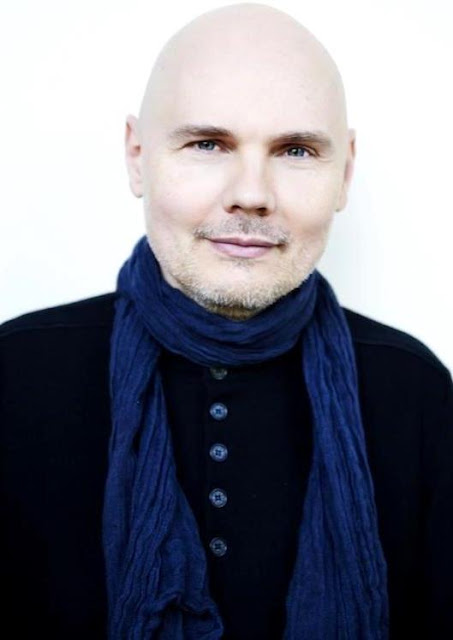 Foto de Billy Corgan con chalina