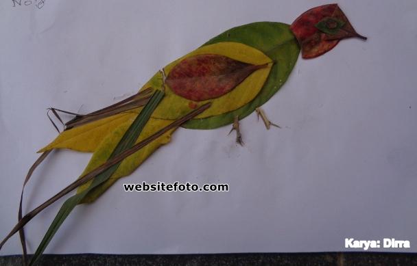 Contoh Mozaik Gambar Burung dari Daun Basah dan Kering