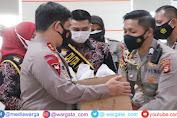 Kapolda Sulsel Salurkan Bansos ke Nakes dan Warga Papua di Makassar