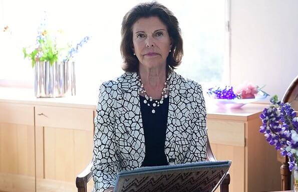 Queen Silvia took part in the online Samena Council Leaders Summit 2020 in Dubai. Queen wore a print jacket, and pearl necklace