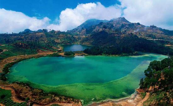 Telaga warna tempat wisata alam di bogor